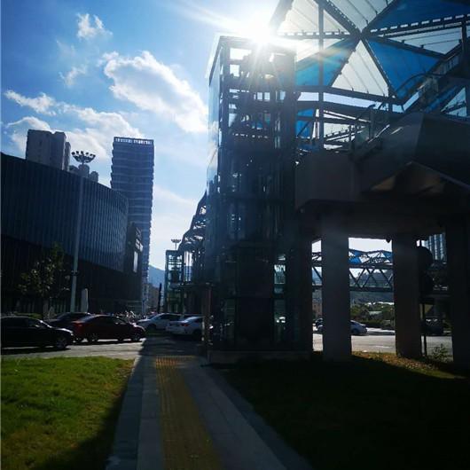 玉环吾悦广场天桥旧楼加装电梯